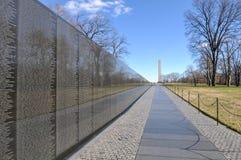 Memoriale di guerra del vietnam con il memoriale di Lincoln nel fondo Immagine Stock