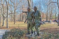 Memoriale di guerra del vietnam di tre soldati in Washington DC immagine stock