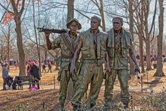 Memoriale di guerra del vietnam di tre soldati in Washington DC fotografia stock