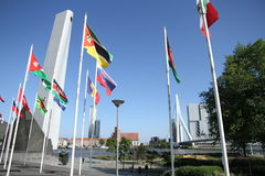 Memoriale di guerra e erasmusbridge Rotterdam immagini stock