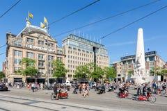 Memoriale di guerra nazionale olandese alla plaza centrale a Amsterdam, Fotografia Stock