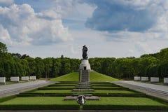 Memoriale di guerra sovietico nel parco di Treptower Immagine Stock Libera da Diritti