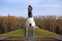 Memoriale di guerra sovietico nel parco di Treptower a Berlino Fotografia Stock Libera da Diritti