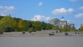 Memoriale di olocausto nei precedenti del Reichstag stock footage