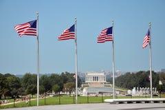 Memoriale e bandiere nazionali di Lincoln Fotografia Stock