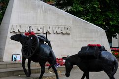 Memoriale pubblico che onora gli animali militari nella guerra Londra Inghilterra Immagini Stock