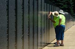 Memorie al memoriale della parete del Vietnam Immagine Stock