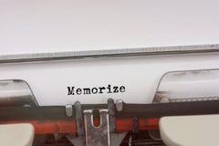 Memorize słowo pisać na maszynie na rocznika maszyna do pisania obraz stock