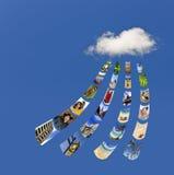 Memorizzando le foto sulla nube Immagini Stock Libere da Diritti