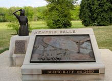 Memphis Belle Memorial Statue und Bronzetafel stockfoto
