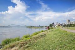Memphis céntrica y el puente de Hernando-DeSoto Fotografía de archivo