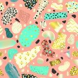 Memphis Style Abstract Seamless Pattern Fondo de oro dibujado mano de la moda del inconformista para el cartel de la tela de mate Fotografía de archivo
