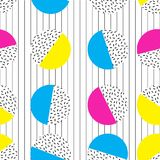 CIRCLE MEMPHIS STYLE SEAMLESS PATTERN. GEOMETRIC ELEMENTS TEXTURE. 80S-90S DESIGN ON WHITE BACKGROUND. MEMPHIS STYLE. GRUNGE ART. SEAMLESS PATTERN VECTOR Royalty Free Stock Photography