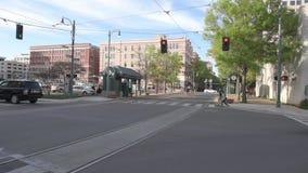 MEMPHIS, TENNESSEE - APRIL 09, 2016: Memphis Downtown en Mensen op de straat tijdens het weekend stock videobeelden