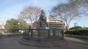 MEMPHIS, TENNESSEE - 9. APRIL 2016: Memphis Downtown und Elvis Presley Statue stock footage