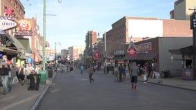 MEMPHIS, TENNESSEE - 9 DE ABRIL DE 2016: Memphis Downtown e os povos na rua durante o fim de semana mostram vídeos de arquivo