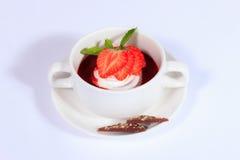 Menú del verano Postre dulce con las fresas Foto de archivo