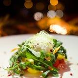 Menú festivo del Año Nuevo de la cena de la ensalada vegetal Foto de archivo libre de regalías