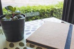 Menú genérico de papel de punto del restaurante del vintage imagen de archivo libre de regalías