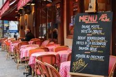 Menü im Restaurant in Paris, Frankreich Stockfotos
