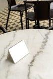 Menürahmen auf Tabelle im Restaurant Stockfotos