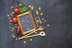 Menüschablone, schwarzes bord, Gemüse Lizenzfreies Stockfoto