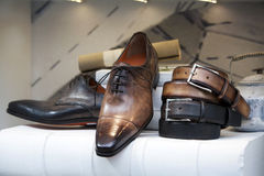 Men's shoes in the shoe store Royalty Free Stock Photos