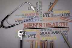 Men& x27; здоровье s Покрашенные карандаши и stetoscope на таблице Стоковая Фотография