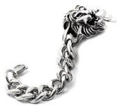 Men& x27; bracelete de s e o lion& x27; cabeça de s Fotografia de Stock