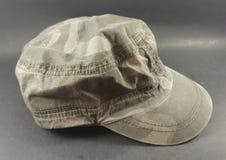 Men& cinzento x27; chapéu do estilo do condutor de trem de s Imagens de Stock Royalty Free