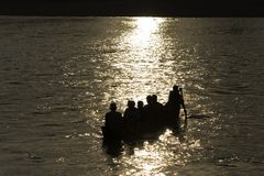 Men crossing karnali river, Bardia, Nepal Royalty Free Stock Photos