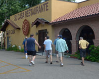 Men going to a restaurant to eat Royalty Free Stock Photography