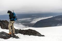 Men Hiking glacier Hvannadalshnukur summit in Iceland mountain landscape Vatnajokull park 2 Royalty Free Stock Photos