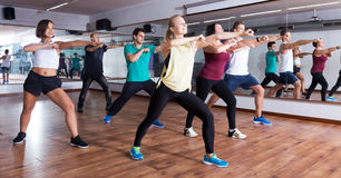 Men and ladies dancing zumba Royalty Free Stock Photography