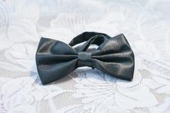 Men& negro x27; lazo de mariposa de la boda de s Foto de archivo