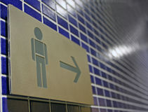 men restroom sign Royaltyfri Foto