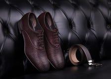 Men& x27; s schoenen en riem stock afbeelding