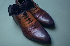 Men shoes and sunglasses. Still life. Business look. Royalty Free Stock Photography