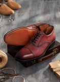 Men shoes on wood. En background Royalty Free Stock Photography