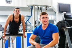 Men working his  body at gym Royalty Free Stock Images