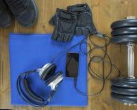Men' вещи s для спорта на таблице Стоковые Фото
