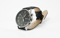 Men's watch - leather strap, white dial Royalty Free Stock Photos