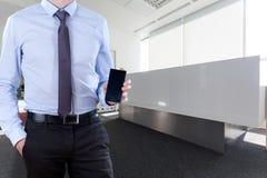 Menager con il telefono cellulare Fotografie Stock Libere da Diritti