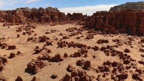 Menagrami nel parco di stato della valle del folletto, Utah, Stati Uniti Deserto Rocce del menagramo situate lungo il deserto di  video d archivio