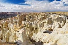 Menagrami a strisce bianchi sbalorditivi dell'arenaria in canyon della miniera di carbone vicino alla città della tuba, Arizona immagine stock