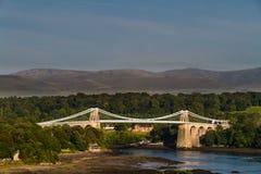 Menai bro, förbindande Snowdonia och Anglesey royaltyfri bild