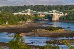 Menai bro, förbindande Snowdonia och Anglesey royaltyfria bilder