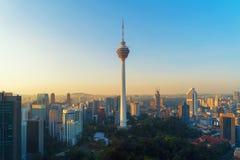 Menara Kuala Lumpur wierza z zmierzchu niebem Widok z lotu ptaka Kuala Lumpur śródmieście, Malezja Pieniężny okręg i centra bizne obrazy stock