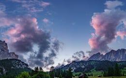 Menchia chmurnieje nad dolomit górami Obrazy Royalty Free