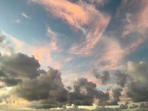 Menchii chmury podczas zmierzchu w Hanalei zatoce na Kauai wyspie w Hawaje Zdjęcia Stock